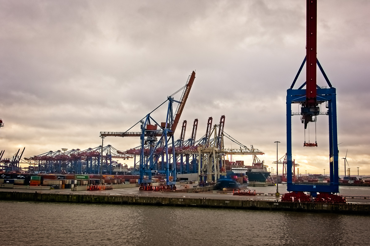 Cranes at a container port