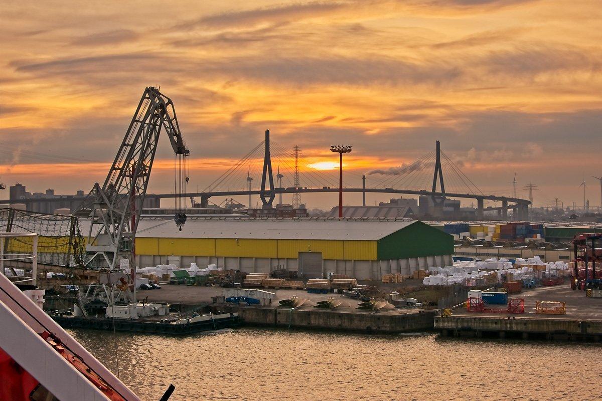 Sunset with Köhlbrandbrücke